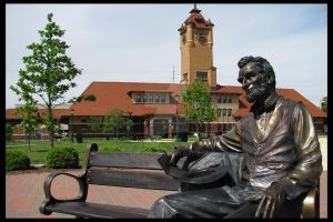 Lincoln by the Station by artjte