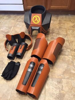 Gordon Freeman HEV suit by BarbarianProps