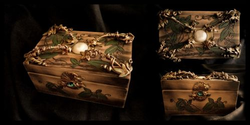 Green Leaf Box by Aegileif