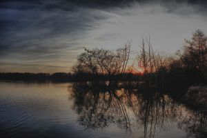 Fleet Pond @ dusk by bullispace
