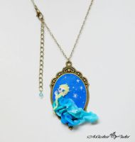 Frozen Queen Elsa Cameo Necklace by michiiyuki