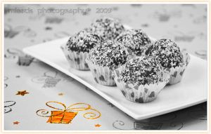 Christmas rum balls by shatinn