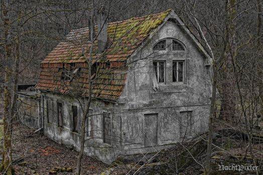 the haunted house - lost area by nachtpixler