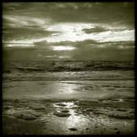 Plage sombre by Renoux