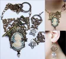 Set of necklace and earrings by Pinkabsinthe