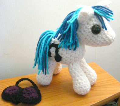 Vinyl Scratch DJ Pon3 - Now with Removable Glasses by kaerfel