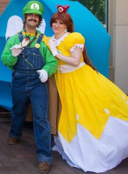 Luigi and Princess Daisy 'Indy PopCon 2016' by BeCos-We-Can-Cosplay