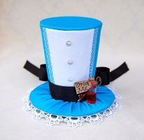 Tiny Top Hat: Alice In Wonderland by TinyTopHats
