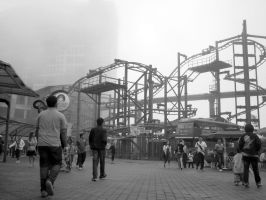 Foggy day at amusement park by aashiks