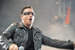 U2 in Moscow 14 - Bono by WilliH