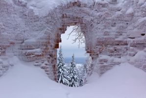 The Window of Frosty Monastery by DeingeL