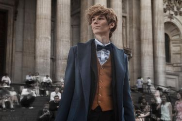 Newton Scamander in London by vergiil-sparda