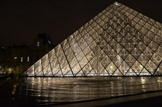 Louvre by Night by Ethjel