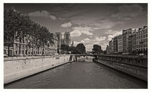 Notre Dame de Paris by bracketting94