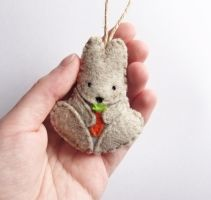 Felt bunny ornament by Narthys