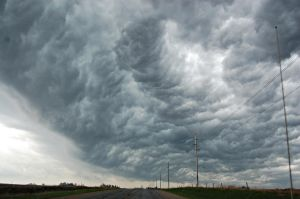Under the Shelf Cloud by g00b3rs