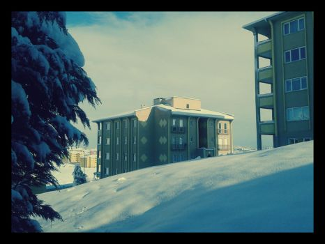 Side Building and Snow by crazytux