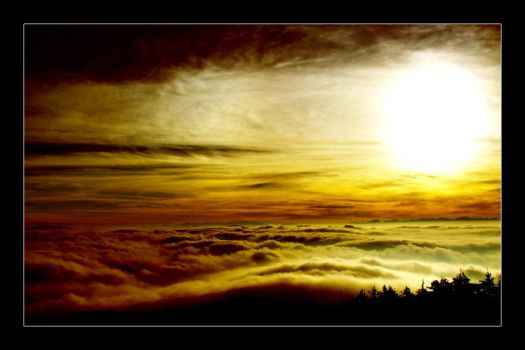Sunrise: Above the clouds by guyfromczech
