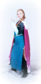 Frozen: Ice Queen by StarMintsCosplay