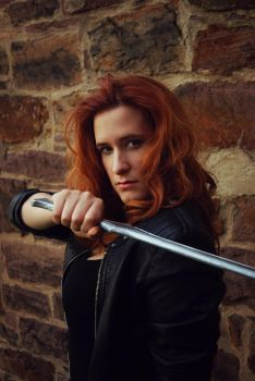 Clary hunting by Marybellla