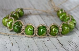 Green Stone Hemp Bracelet by clroavieg