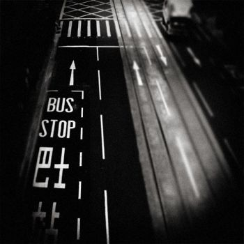 Bus stop by GillesMaselli