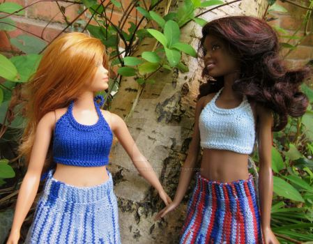 1:6th scale knitted halter tops by buttercupminiatures