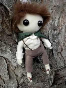 Frodo Baggins by Lyseebell