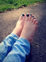 Emerald Toes by Foxy-Feet