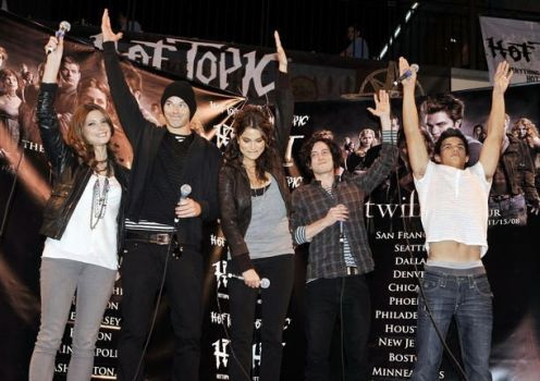 Hot Topic- Twilight Cast by xkelseybelsey