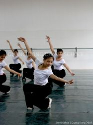 Guang Dong Dancers II by vampbabe
