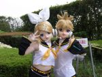 kigurumi Rin and Ren Kagamine Danceing! by sandaime01