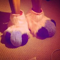 spiffy's feet paws by PickleMittens