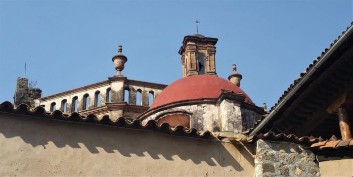Patzcuaro, eaves of the old convent by BabakoSen