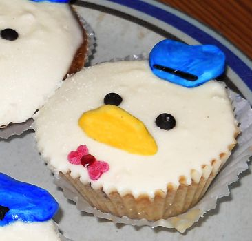 Donald Duck Cupcakes by RedTigger