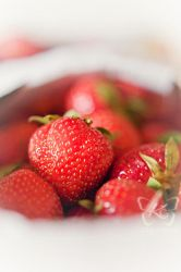 strawberries by kyokosphotos