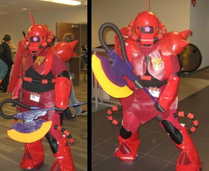 RED ZAKU COSPLAY by AceroTiburon