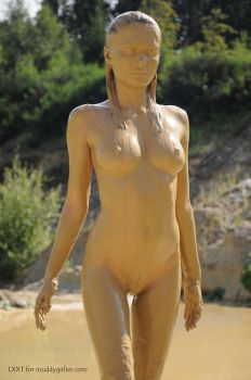 human statue by LXXT