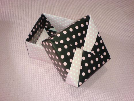 Square Origami Box by miriambr