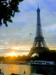 Eiffel Tower, early morning..  by Monomakh