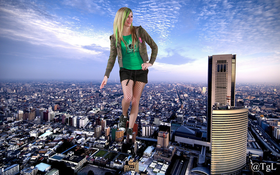 Giantess Avril at New York by GiantessLavigne