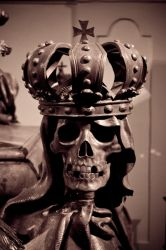 skull on casket by shoemakerlevy9
