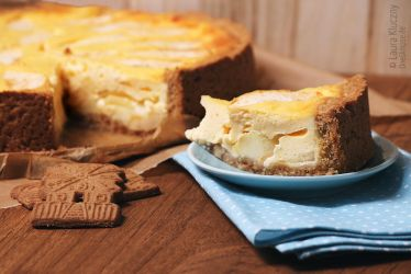 Apple-Cream-Cake with almond biscuit by Kluschi