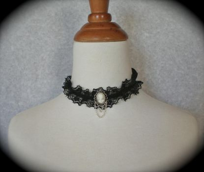 Lace and Cameo Necklace by Usimi-Omoi