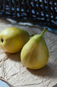 etude with pears II by zadveri