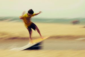 Skimboarding by b3dnar