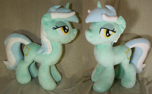 Big Lyra Plush by LyrasPlush