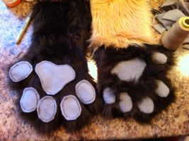 Handpaws in progress by KonekoKaburagi
