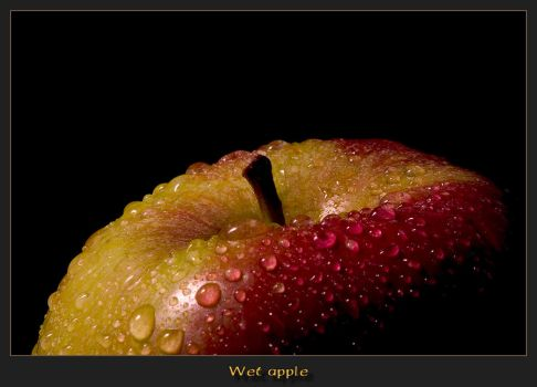 Wet apple... by caro77