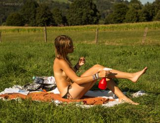Heat wave in germany: some girls know what to do. by Val-Mont